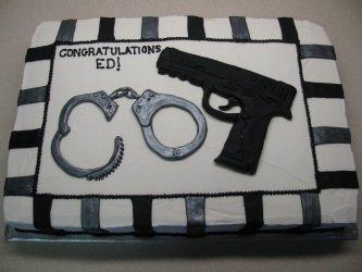 Торт пистолет и наручники, торт для мужчины, торты из мастики для мужчин